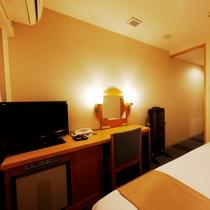 ◆客室デスク◆ ◆客室テレビ◆