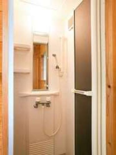 シャワー棟に備わったシャワー室。
