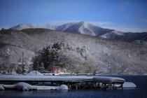 冬の山も雰囲気があって綺麗です