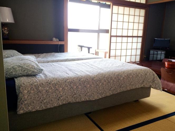 和室にベッドを置いたお部屋です