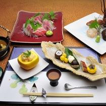 *【夕食例】夕食は季節の懐石料理で御座います。実際には一品一品お部屋までお運び致します。