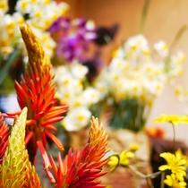 *ロビーに展示されている季節のお花はお好みのお花を選んでお部屋を彩ってください。