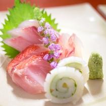 *お料理 お造り一例 旬の獲れたて鮮魚をお造りにいたしております。