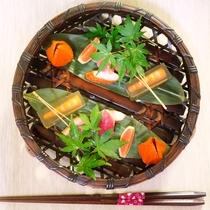 *お料理一例  見た目にもこだわった鮮やかな色彩と厳選された素材をお楽しみください。