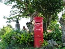 集落内にたたずむ郵便ポスト