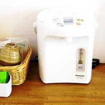 各部屋ポットにお茶パックとを完備。