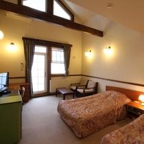 *シングルベッド2台+ロフトにお布団で4名様までご宿泊いただけます。