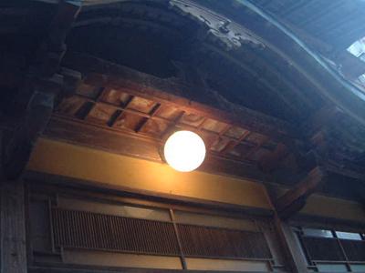 本館玄関の電燈