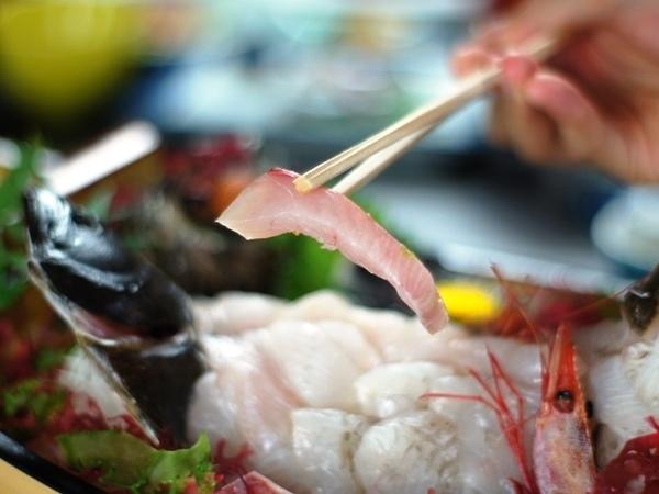 【新鮮活魚の刺身一例】