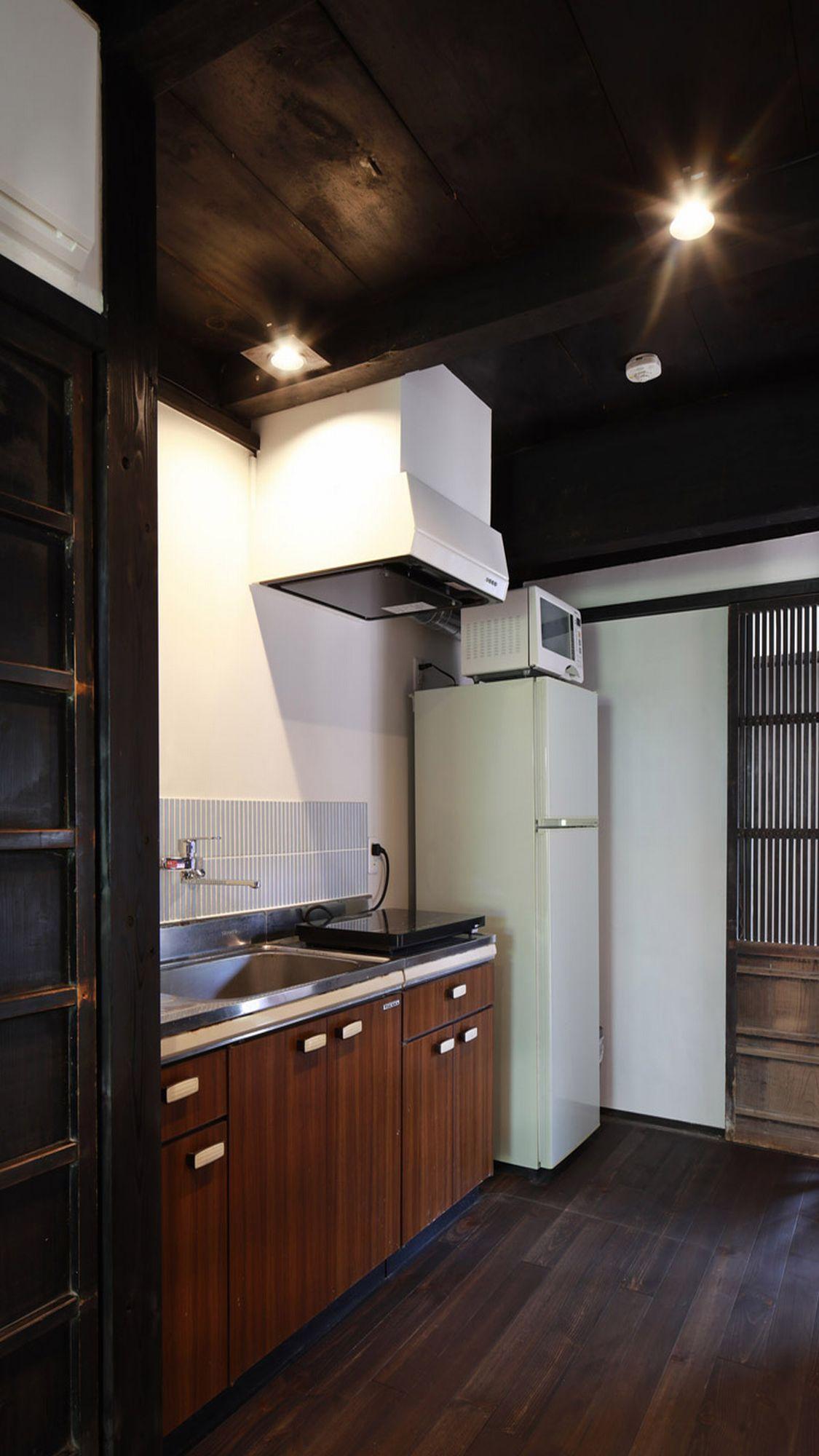 【別邸 柘榴】キッチン、冷蔵庫、電子レンジに食器・鍋類もご用意♪