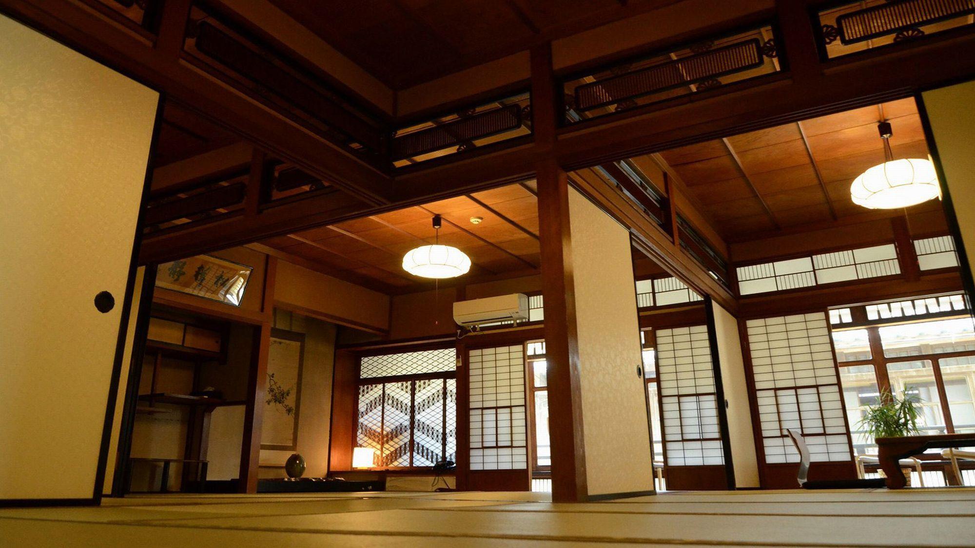 【本館 はなれ】2間続きの和室と廊下を挟んでリビングルームがあります