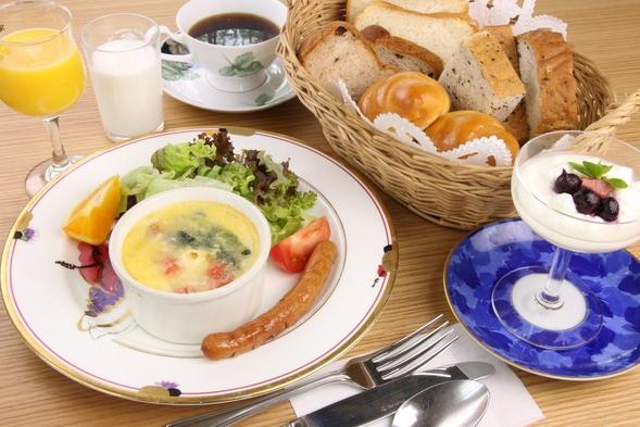 【1泊朝食】夜も朝ものんびりと〜チェックイン21時、チェックアウト11時の朝食付きプラン