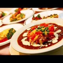 【ご夕食】自慢のハヤシライスの他、手作り料理が並びます!