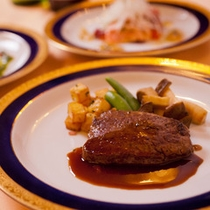 レストランHIMAWARIのメニュー(牛ヒレステーキコース一例)