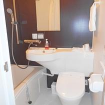 【リニューアルシングル】客室一例:ユニットバス。清潔さをこころがけています。