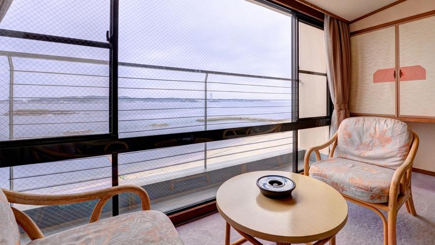 *本館和室(客室一例)/全室オーシャンビュー。日間賀島の海に癒されるひと時をお過ごし下さい。