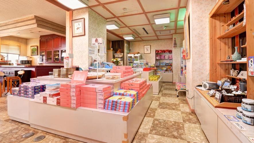 *お土産処/日間賀島特選のお土産をご用意しております。ぜひ日間賀島の味もお持ち帰りください。