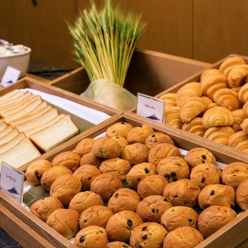 【朝食バイキング・パン各種】