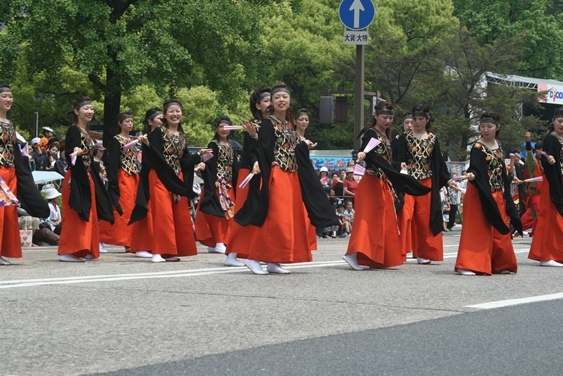【フラワーフェスティバル】このパレードを見に全国からたくさんの人が集まります♪