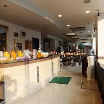 食事会場になります。手狭ではありますがゆっくりと朝食をお楽しみ下さい♪