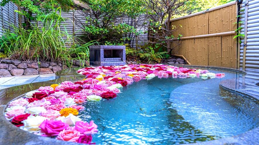 カップルプラン特別特典!あつみ温泉の源泉の内風呂にてバラ風呂をお楽しみいただけます。