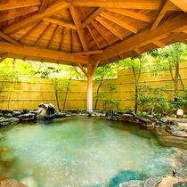 【男性用大浴場】石造り露天風呂(昼景)