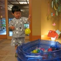 水ヨーヨー釣り♪お子様も楽しみながらご滞在できるような遊びがいっぱい♪(夏期限定)