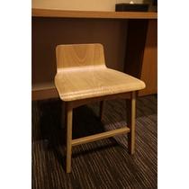 化粧台の椅子