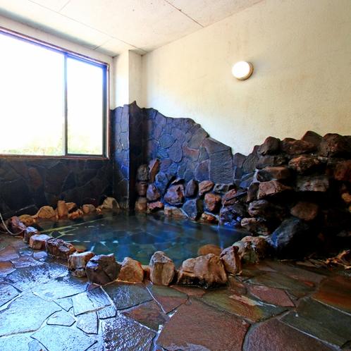 岩風呂。時間制で、貸し切り風呂としても使えるのが嬉しい♪