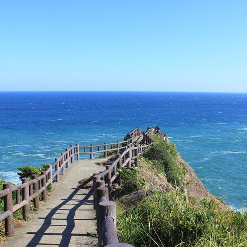 「馬ヶ背」青い空と碧い海に引き込まれそう