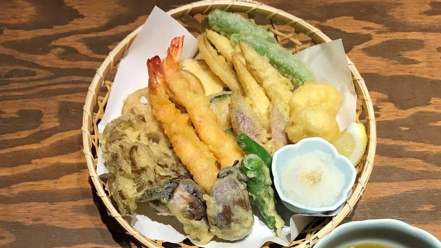 【あやの食堂/夕食一例】天ぷら盛り合わせ(写真は2人前)