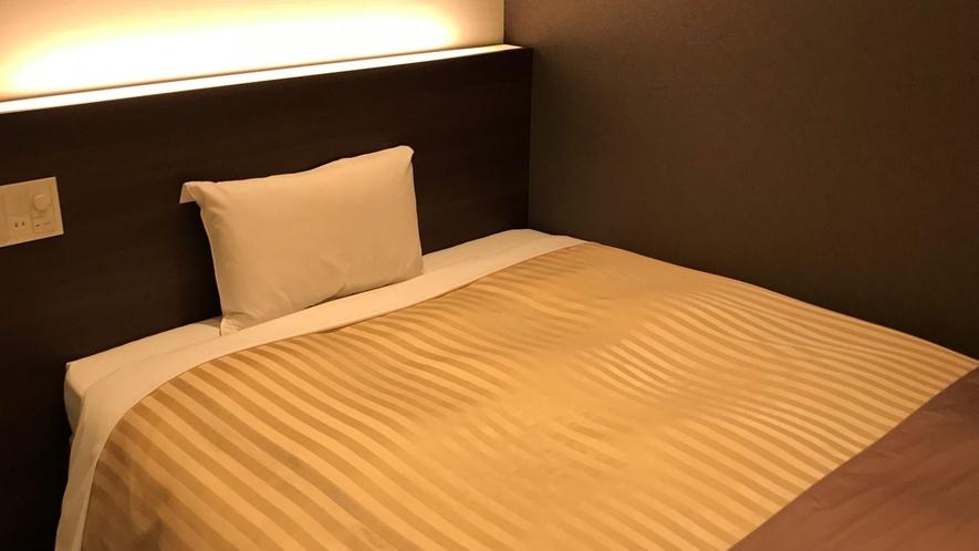 *【シングルルーム】ダブルベッドでゆったり♪Wi-Fi完備で設備も充実!