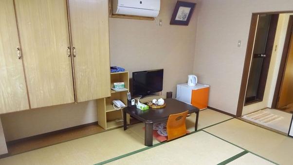 和室8畳(バストイレ付)