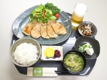 夕食レストランでは定食や一品料理などご用意しています。