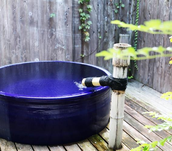 静かな貸切露天風呂でのんびりと・・・