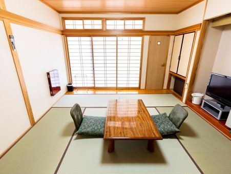 【和室8畳】8畳のお座敷兼寝室に内縁を備えた和室