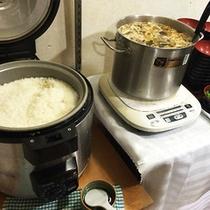 炊きたてのご飯にお味噌汁。