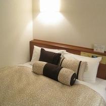 【スタンダードシングル】広さ13平米 ベッド幅130cmのセミダブルベッドで快適に♪