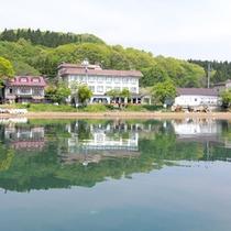 *猪苗代湖周辺の湖畔の宿です。対岸から昇る朝日が気持ちいい。遊覧船乗り場まで徒歩1分!