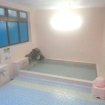 *<大浴場>麦飯石を通して温泉成分を出し、遠赤外線高架で体の心まであたたまります。