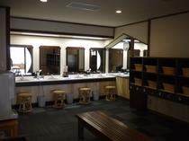 温泉大浴場の脱衣場(男湯)