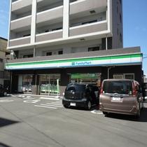 ◆お買い物◆ファミリーマート(徒歩4分)コンビニの前に郵便ポストもあります