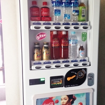 【自動販売機】4階にございます。(水・ジュース・コーヒー他)※別でビールもあります