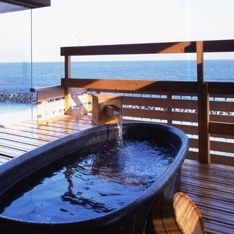 (和室8畳)日本海を望む露天風呂、ジャグジーバス付