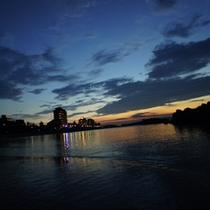外観と夕日2