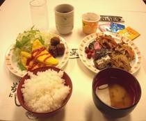【朝食盛り付け例(和食)】