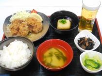 食事(メンチカツ定食)