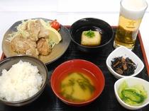 夕食(鶏の唐揚げ定食)
