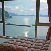 【ツイン一例】お部屋からは目の前の海が一望できます♪