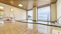 *大浴場から望む日本海に沈む夕陽は絶景。